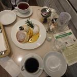 幸せのパンケーキ - かぼちゃのパンケーキ¥1,430、セットでホットコーヒー+¥220、HOT TEA(オーガニックブレックファースト)¥550(単品)