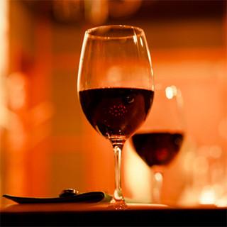 """壷で仕込む昔ながらの方法""""アンフォラ""""で熟成したワイン"""