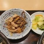 やぶ信 - 山菜の煮物とお新香もついてきました