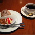 アップルツリーびわ湖珈琲館 - 窯だしシュークリームとコーヒーのセット