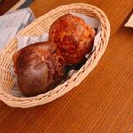オーシャン グッド テーブル - お通しのパン?