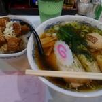 らーめん 有頂天 EVOLUTION - 有頂天らーめん(中太麺)+角煮丼