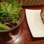 ジーン ダイニング - サラダとバゲット