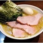 らーめん飛粋 - 料理写真:特製らーめん(もも肉) 900円 全く重くないのに旨味が強烈なのです。純粋に、美味いのです。
