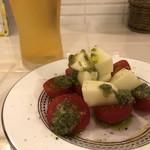 Bistro pop a coco - トマトとモッツァレラのカプレーゼ