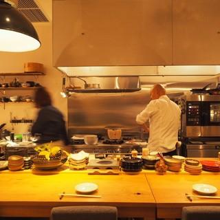 五感が研ぎ澄まされるオープンキッチン