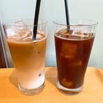 ハッテンドウ カフェ - カフェラテとアイスコーヒー
