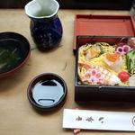 11714056 - 雛ちらし寿司セット\1,600