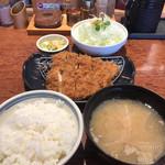 かつはな亭 - 料理写真:最初の味噌汁はトン汁