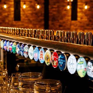 圧巻のビールサーバーより38種類の樽生クラフトビールをご提供