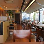 博多やりうどん食堂 - やりうどんさんなんですがこの店はドリンクバーもあってファミレス風定食屋さんって感じの店内。