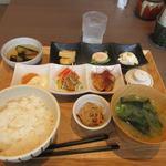 博多やりうどん食堂 - 暫く待つと注文した彩りにぎわい定食890円の出来上がりです。