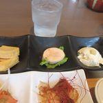 博多やりうどん食堂 - 彩りにぎわい定食は豆腐や玉子等の様々なおかずを使ったヘルシーな定食。