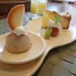 パートリア - デザート盛り合わせ オレンジジュース