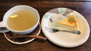 ほっとるーむ けやき - 柚子のチーズケーキ&はちみつしょうがティー