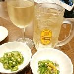 村上水産仲買人直営店鮮魚部 - 料理写真:白ワイン&ハイボール&お通し