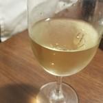 117161269 -                        続いても白ワイン