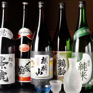 <新潟の地酒を中心に各種取り揃えております♪>