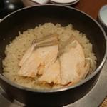 村上水産仲買人直営店鮮魚部 - 鮭と筋子の釜飯