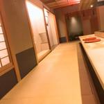 Asuka - カウンターと店内雰囲気