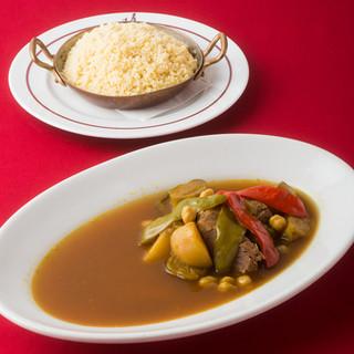 ビストロ定番の料理や、パリで人気の子羊と野菜のクスクス