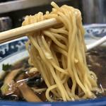 117169478 - 細麺も素敵。かなり美味しい。
