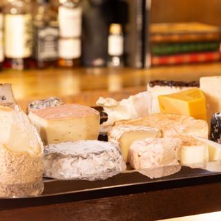 最大18種盛り!多種多様なナチュラルチーズを存分に味わえます