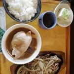 食小屋 タナカ - 牛肉と青唐辛子の塩だれ炒め定食、800円。ライスは中で。大でも800円のようです。