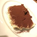 Bacco - 自家製スイーツでイタリアンと言えばやっぱりティラミス!こんなにフワフワのティラミスを食べたのは初めてで、コーヒーの苦味とマスカルポーネの甘みが絶妙です。これもオススメです。