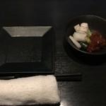 旬菜イチバ陣屋門 - テーブルセットとお通し