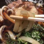 元祖肉肉うどん - 麺リフト〜
