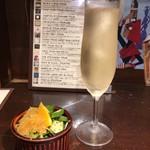 立飲ビストロシン - 今日のグラスシャンパン