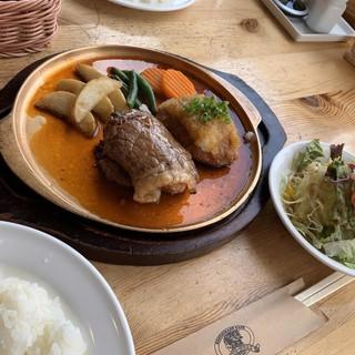 ウト・ウーク - 料理写真:ハーフ&ハーフヽ(。・ω.・。)ノ¥1680円˚✧₊⁎⁺˳✧༚