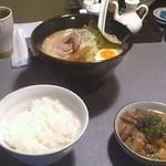 11720736 - 花琵ランチ(醤油ラーメン モツ煮)