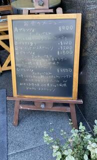ピアノピアーノ - 玄関のランチメニュー看板。