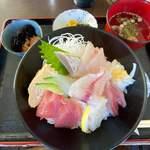 海鮮料理 おかりば - 海鮮丼 1200円。