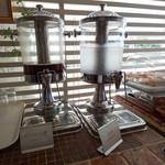 リューバンカフェ - お水とウーロン茶