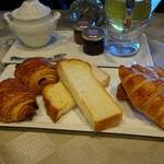 THE HIRAMATSU HOTELS&RESORTS - 料理写真:3種類のパン