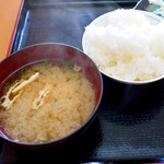 魚ばぁさんの食堂 おくどさん - ご飯と味噌汁