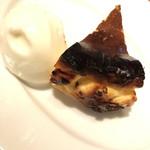 Bacco - バスク風チーズケーキに付属の自家製ジェラートはこの日はヨーグルト味でしたが、これがめちゃめちゃ美味しいです。オススメです!!