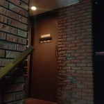 バーニタス - 重厚な扉のむこうには!