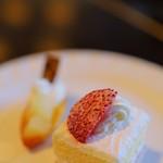 リーガロイヤルホテル大阪 - お茶のお時間のケーキは1Fのメリッサのケーキ