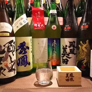 日本酒好きなオーナーの厳選した銘柄と創作料理のマリアージュ。