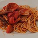 TRATTORIA L'AMATRICIANA - アオリイカとピリ辛トマトソースのアラビアータ
