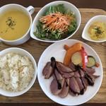 エイトテールズ - 料理写真:ランチメニュー 肉 1000円 ドリンク付き