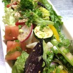 飲み喰い道楽 男魚魚 - 自家製鶏ハムと季節野菜の15品目サラダ
