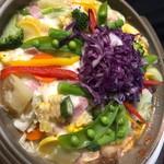 飲み喰い道楽 男魚魚 - 丸ごとトマトと季節野菜のモッツァレラ陶板蒸し
