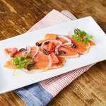 パブリック ハウス - 料理写真:自家燻製サーモンのカルパッチョ