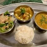 Sansaru - 左から、サラダ、野菜カレー、キーマカレー。