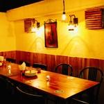 DOBROGI HUNGARIAN BAR & DINING - 落ち着いた空間。